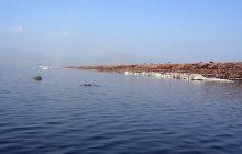 نجات ۲ زوج گرفتار از امواج دریاچه ارومیه